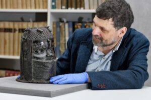 University of Aberdeen agrees to return looted Nigerian bronze artefact within weeks