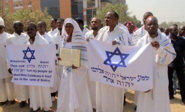 Several Ipob members clad in Jewish garb and chanting Biafra songs arrested at Nnamdi Kanu's trial